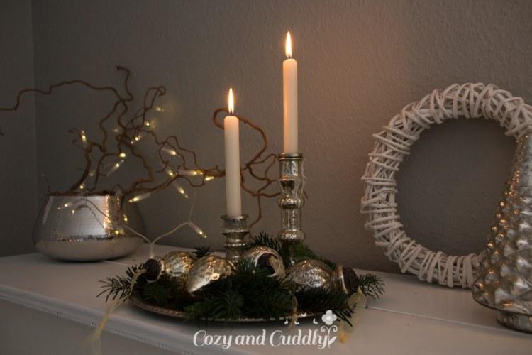 Weihnachtsdeko mit Bauernsilber und ein Klavier