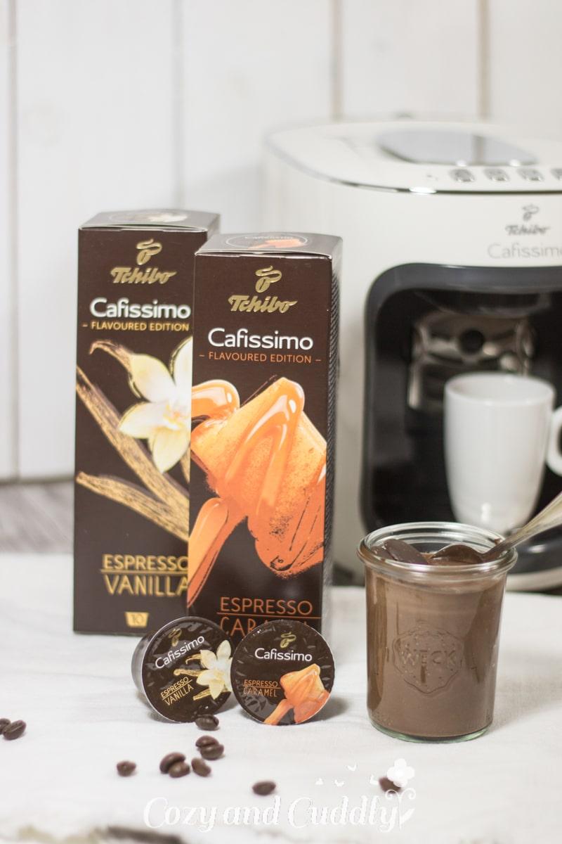 Vegane Mousse au Chocolat mit feiner Kaffeenote und Whiskey-Karamell