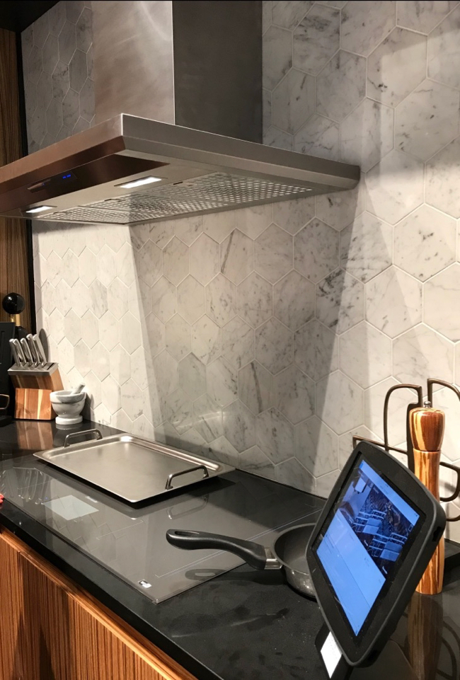 2018 Kitchen and Bath Trends - Thermador Freedom induction cook top