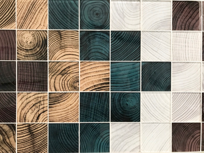 2018 tile trends - end grain wood glass tile