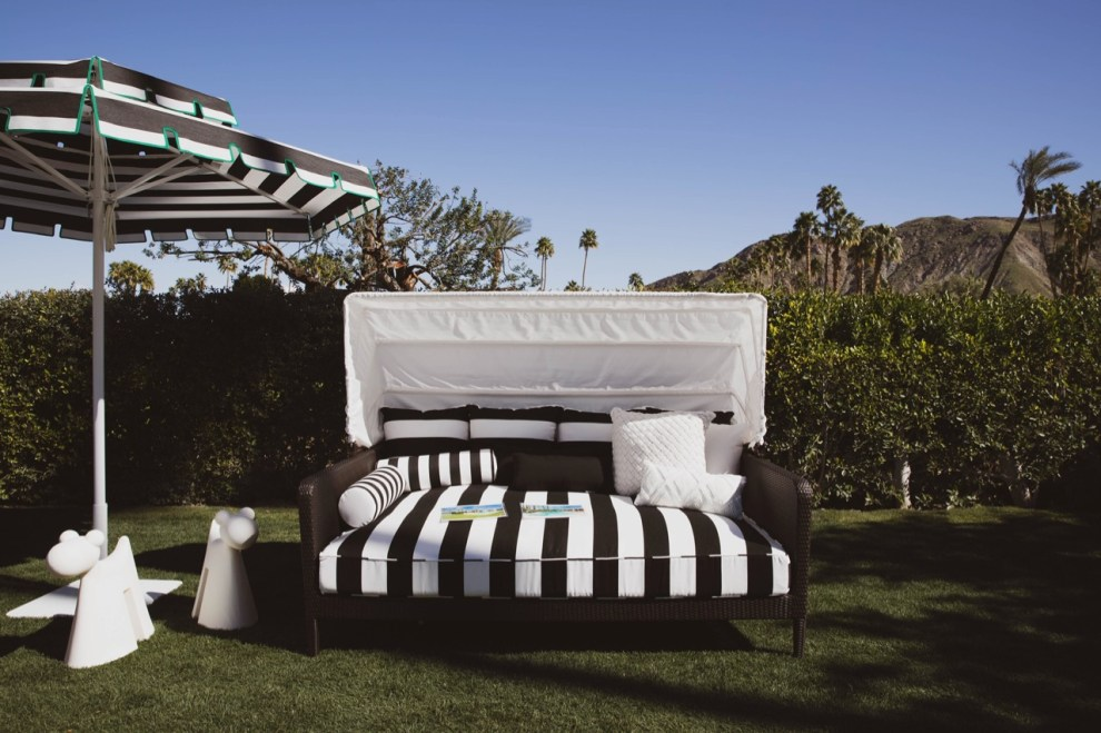 Black and white outdoor daybed with umbrella - Palm Springs
