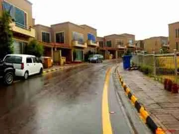 A street in the Bahria Town development in Rawalpindi, Pakistan. (Photo Credit: Wanishahrukh/Wikimedia Commons)