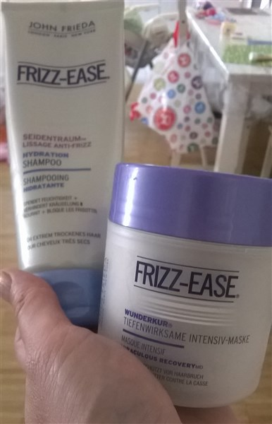 Frizz ease, shampooing hydratant et masque intensif