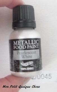 De la peinture comestible, de couleur perle.