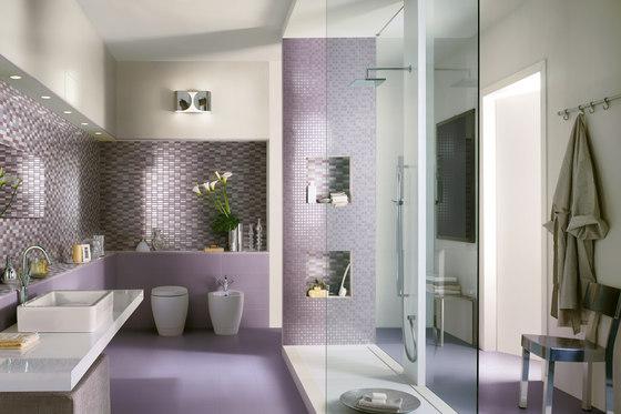 Come scegliere il colore delle pareti di casa - Piastrelle viola bagno ...