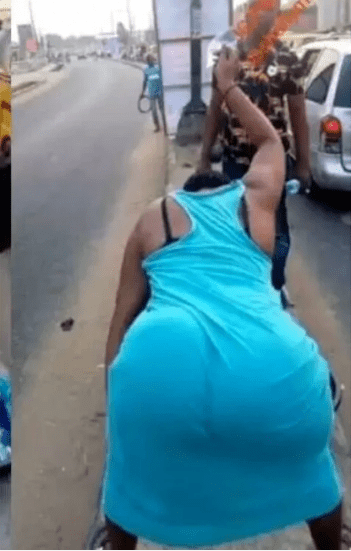 See How This Seller Attract Male Customers On The Street