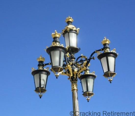 Cracking REtirement Madrid Lamp Standard