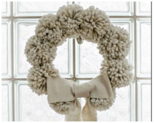 pom pom wreath nude