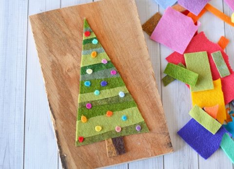 This easy pallet Christmas tree uses scrap felt that you may already have.