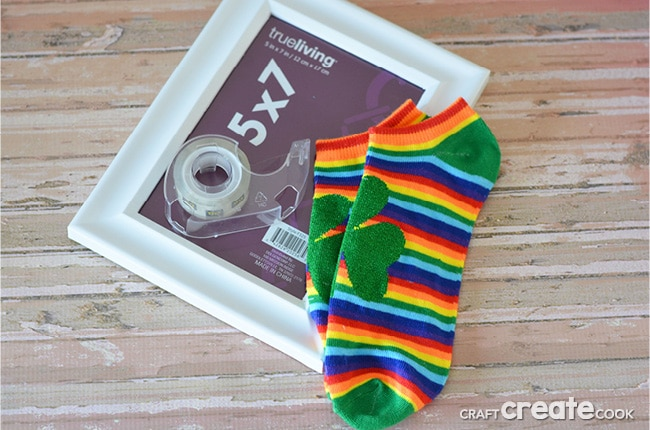 Our inexpensive and affordable 5 minute St. Patrick's Day Decorations are perfect for your home.