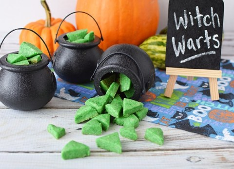 The kids will get a kick out of these edible witch warts for Halloween!