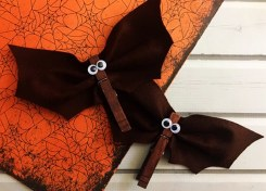 This Clothespin Bat Craft is a perfect easy craft for Halloween!