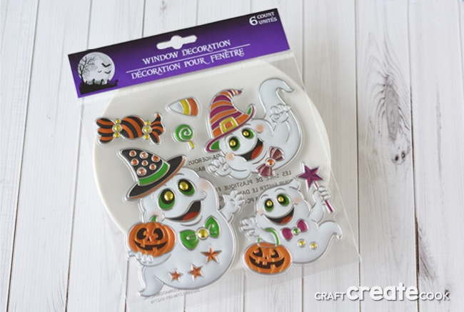 These affordable Halloween Plates will take you 2 minutes to make!
