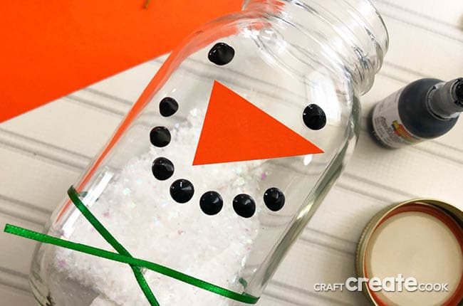 Need a craft to make with your kids during winter? Our Snowman Sensory Jar is the perfect one!