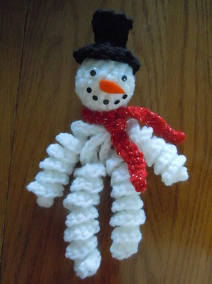snowman crochet pattern - curly snowman ornament