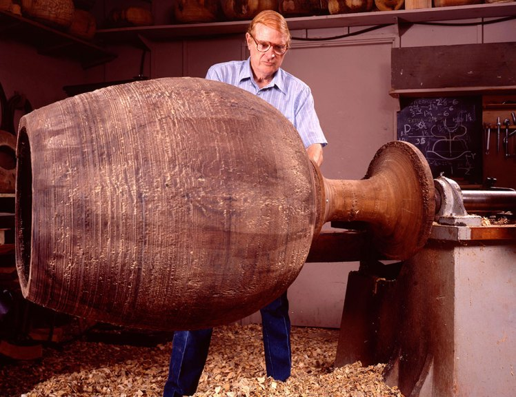 Ed Moulthrop at the lathe. Paul G. Beswick photograph