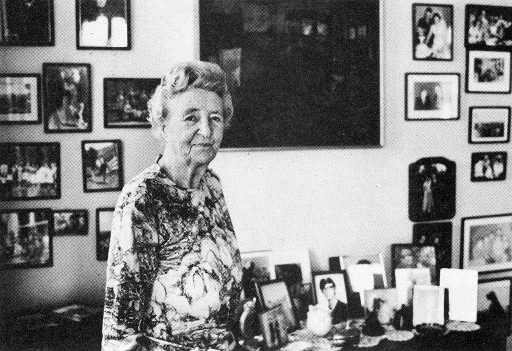Aileen Osborne Webb at home