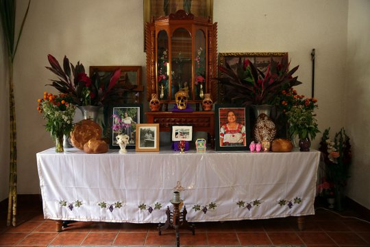 Vasquez family altar, Borders, Craft in America
