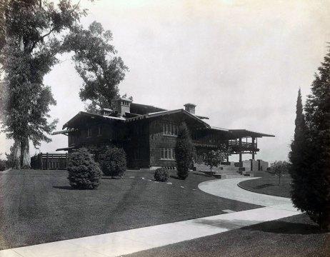 The Gamble House, looking northwest, ca. 1909. Courtesy of the Greene and Greene Archives, The Gamble House, USC.
