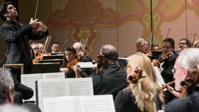 Musical Director Aram Demirjian conducts the Knoxville Symphony Orchestra. Courtesy of the Knoxville Symphony Orchestra. HARMONY episode of Craft in America