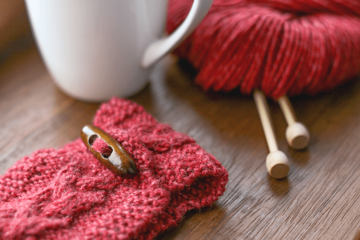Knitted mug cosy   Crafting Fingers