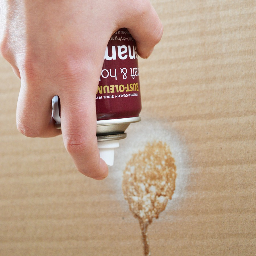 How to empty the nozzle of a Rust Oleum can craftingfingers.co.uk #upcycling