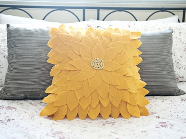 felt flower pillow tutorials