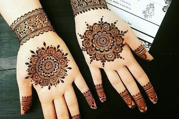 Rounded-Flowers-Arabic-Mehndi-Design-600x400