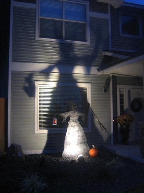 witch-outdoor-halloween-crafts