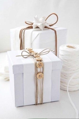 button christmas gift wrap