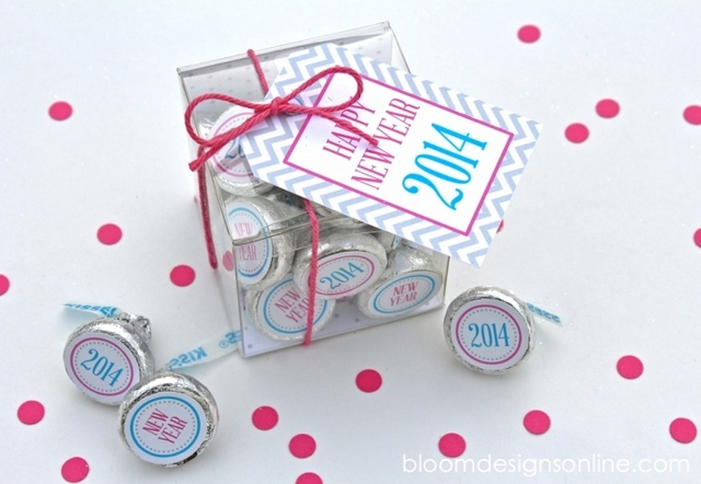 new years kisses printables