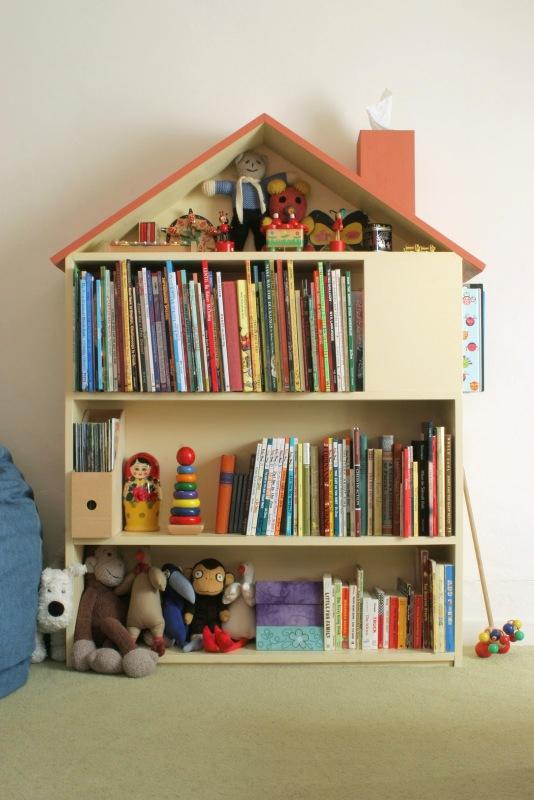 DIY house bookshelf