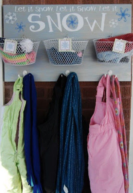snow-coats-and-mitten-organizer (2)