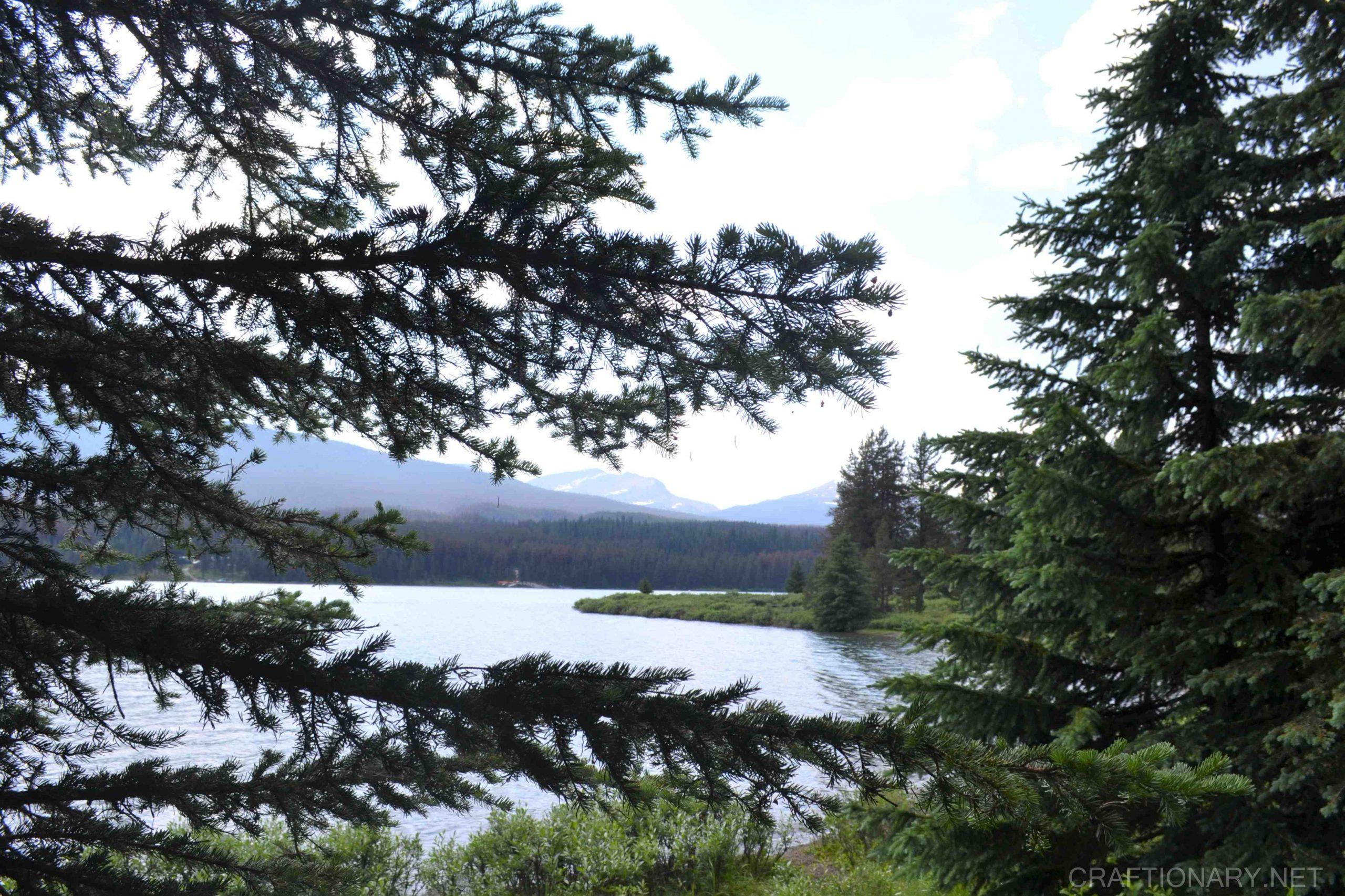 maligne-lake-maligne-valley-hiking-views-jasper