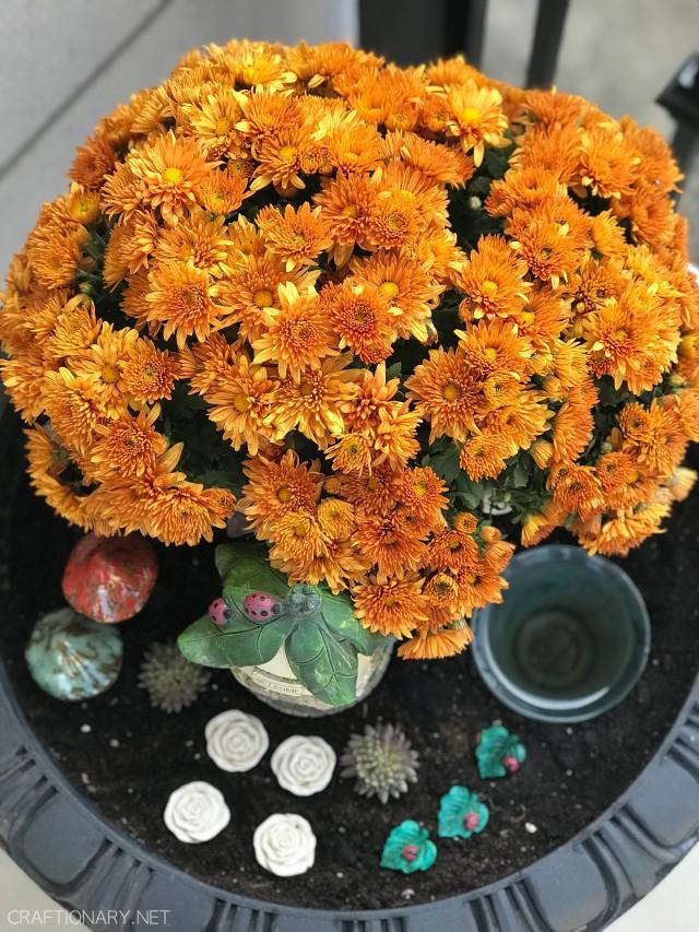 front-porch-fall-planter-fairy-garden-bird-bath-2021