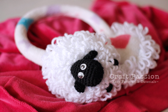 Crochet: Sheep earmuffs for kid.