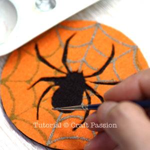 make spider felt coasters