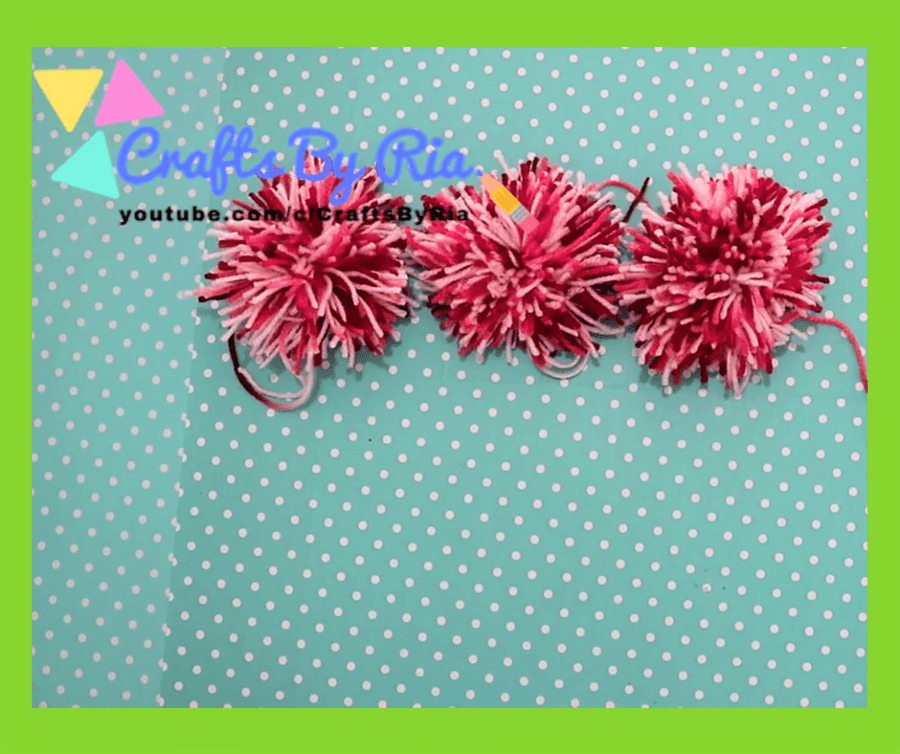 diy pom pom rug-steps-make several pom poms