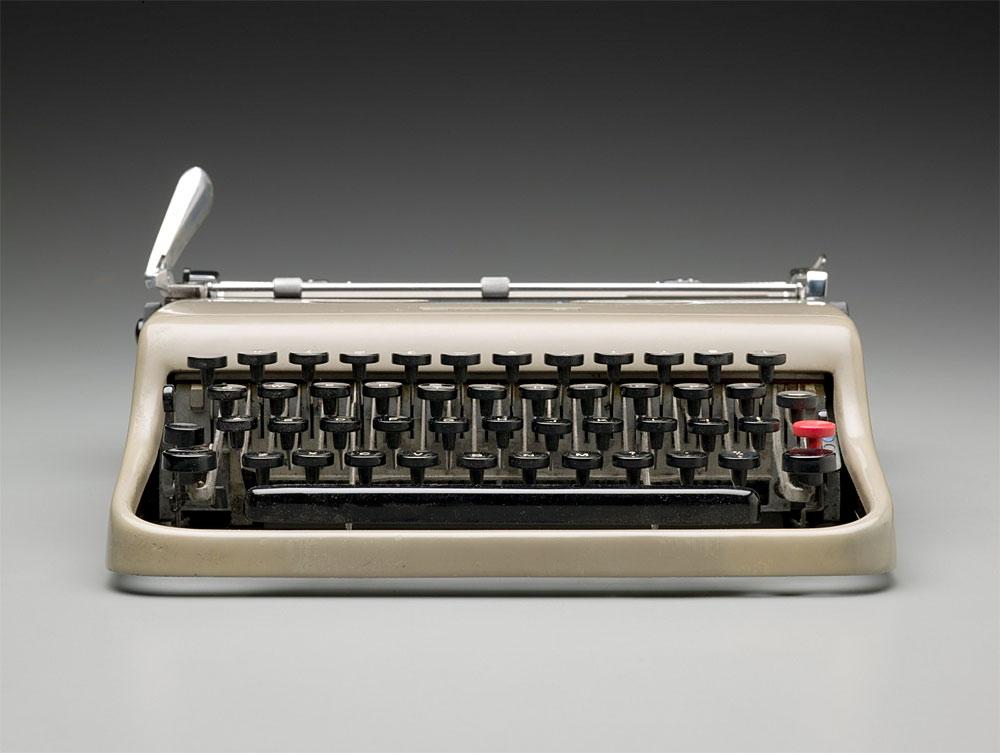 オリベッティ タイプライター レッテラ22