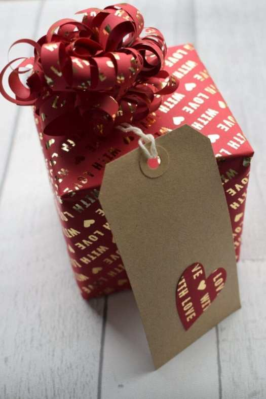 wrapping paper christmas gift tags