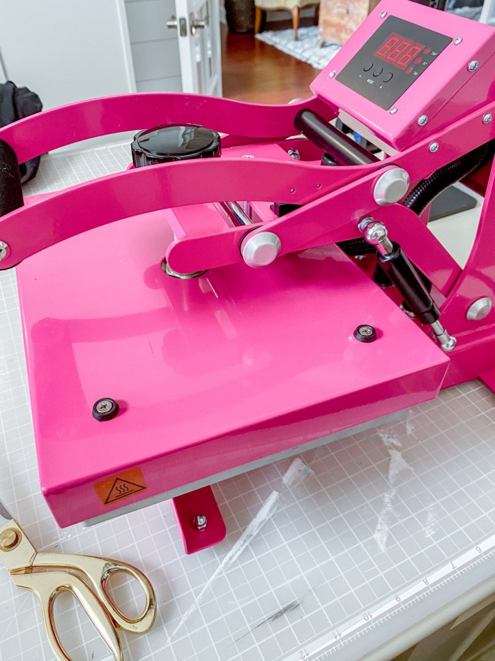 Crafters Pink Press from Stahls. Use this Press to make shirts and totes with heat transfer ultra weed vinyl #ultraweed #ultraweedhtvusa