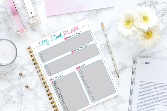 Use this free time-blocking printable to organize your daily to do list and your goals all in one place. This printable helps you achieve your goals and get more accomplished in a short amount of time. #timeblockingprintable #timeblocking #productivity #craftyliifemom #freeprintable #printable #freebie