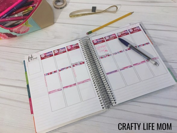 Check out this Erin Condren Life Planner Setup which is perfect for busy moms on the go. This system works regardless if you work full time or stay home. #erincondrenplanner #lifeplannersetup #lifeplanner #craftylifemom