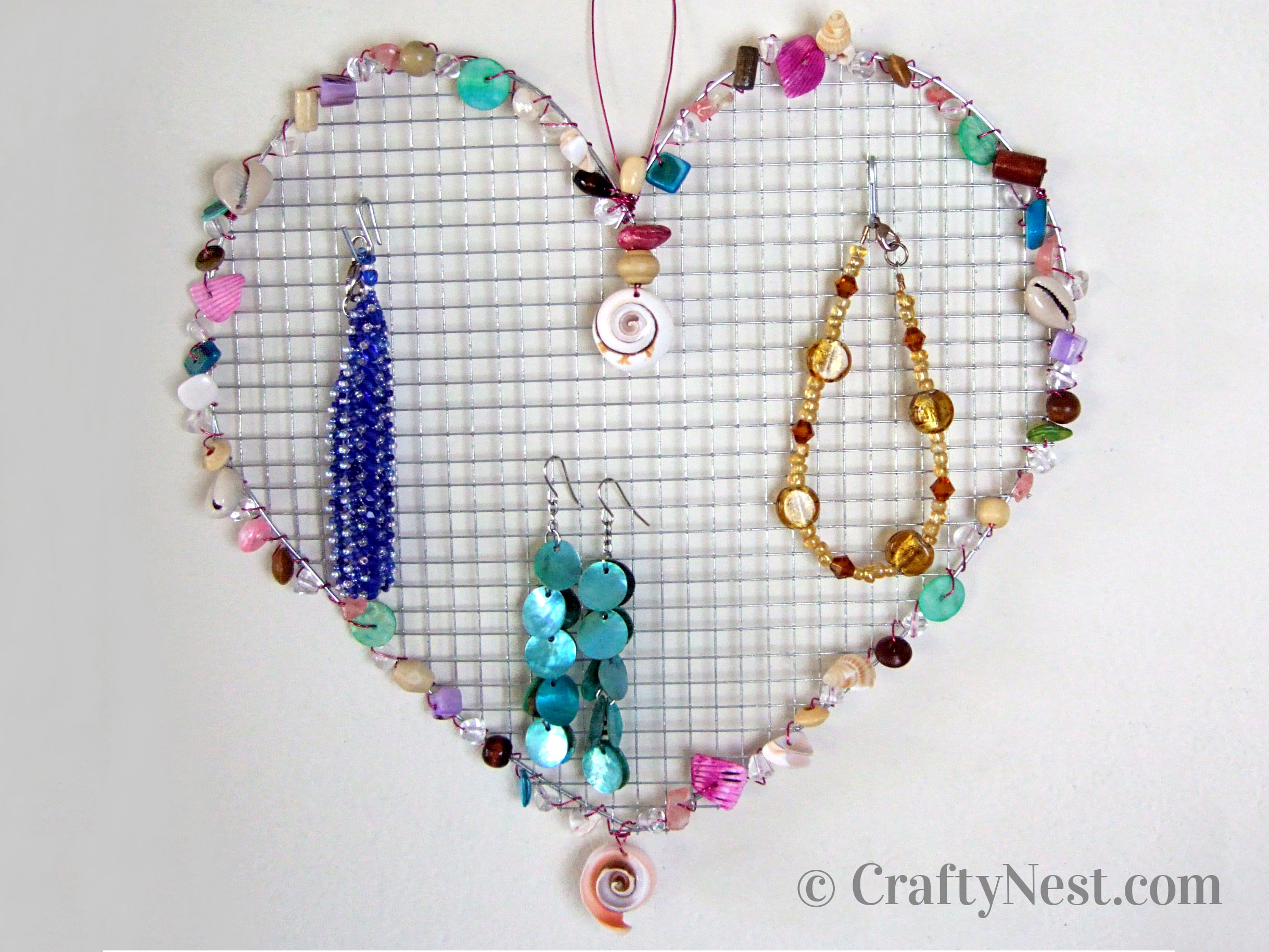 Heart-shaped wire jewelry holder with beads, photo