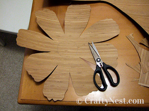 Cut out the pattern in the bamboo, photo