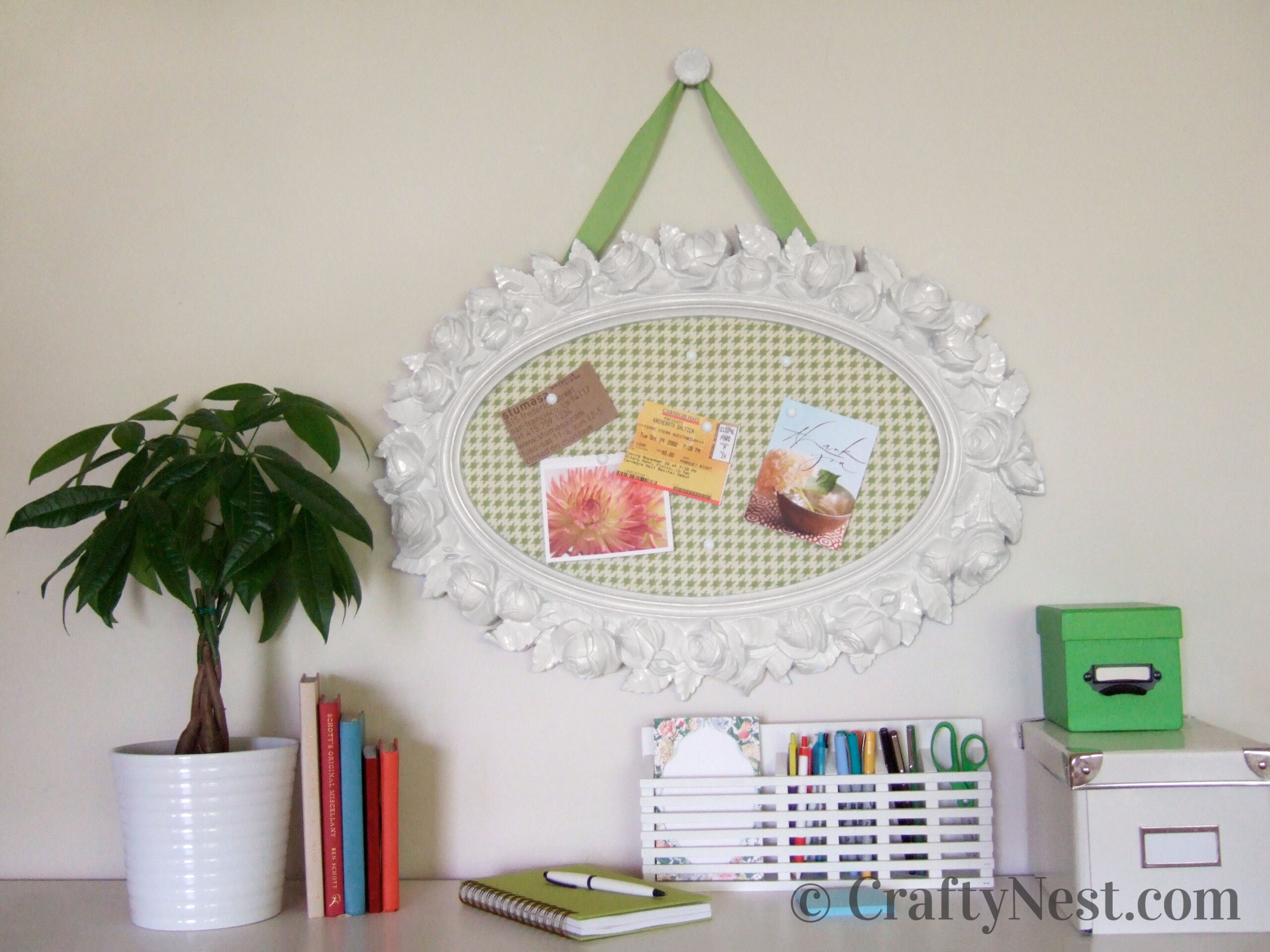 Bulletin board mode from an oval mirror frame, photo