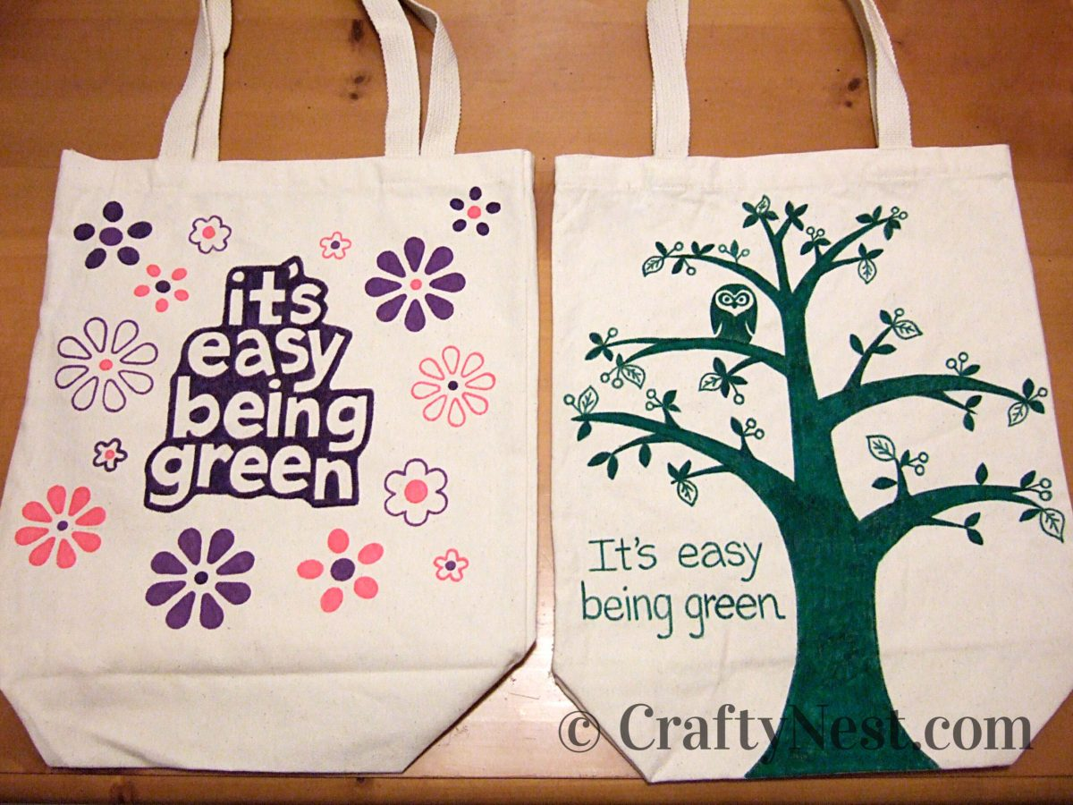 """Canvas tote bags decorated with """"It's Easy Being Green"""" designs, photo"""