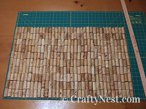 Arrange the wine corks, photo
