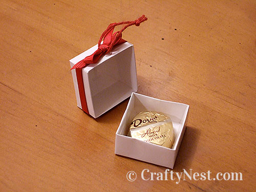 Fill box with candy, photo