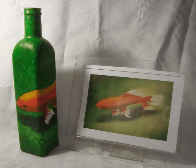 Lúcia Russo's fish painting on a bottle, photo